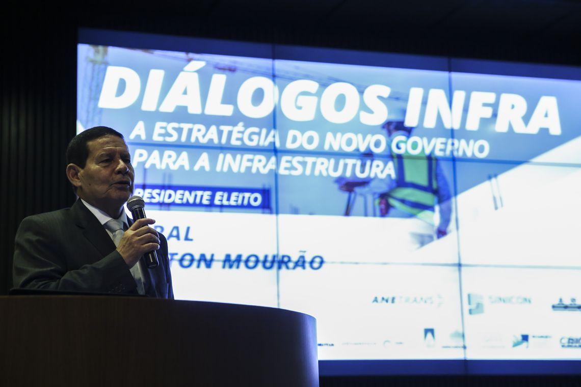 Mourão fala sobre infraestrutura com empresários